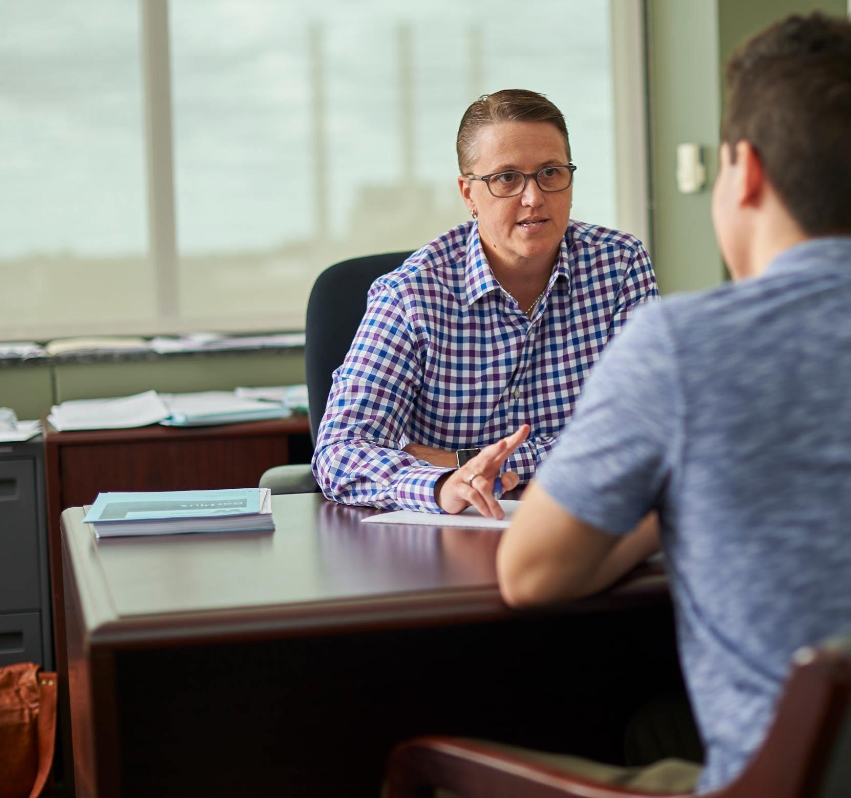 Student speaking to advisor