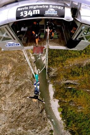 katy-ogrady-bungee-jumping-in-new-zealand.jpg